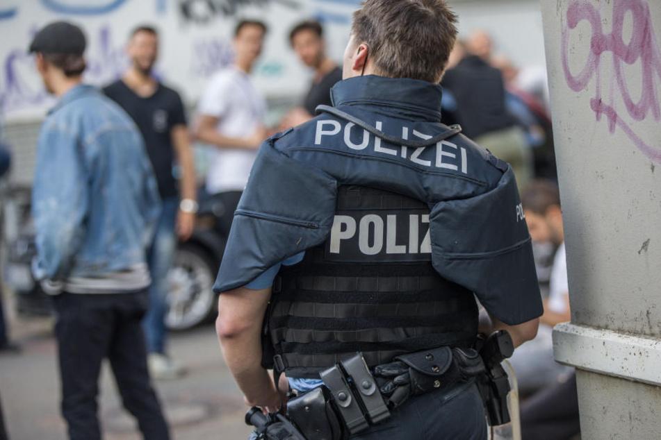 In der Nacht zum Sonntag kam es am Rande des Schlossgrabenfestes zu Attacken auf Polizeibeamte.