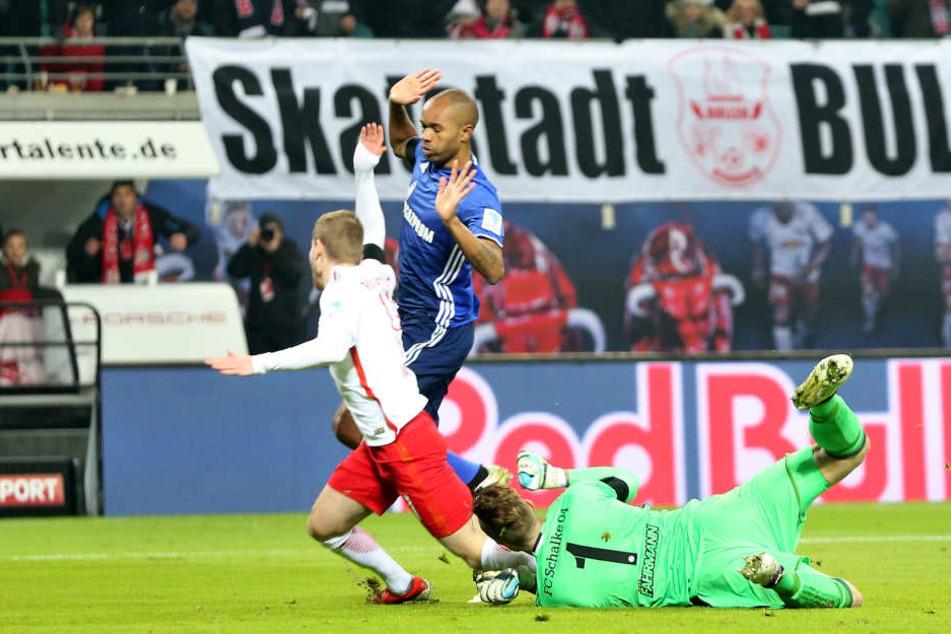 Am 3. Dezember 2016 ließ sich Timo Werner (l.) im Strafraum fallen - eine Schwalbe. Elfmeter gab's trotzdem, den Strafstoß verwandelte er sicher. Und ist seitdem das Feindbild Nummer eins in der Bundesliga.