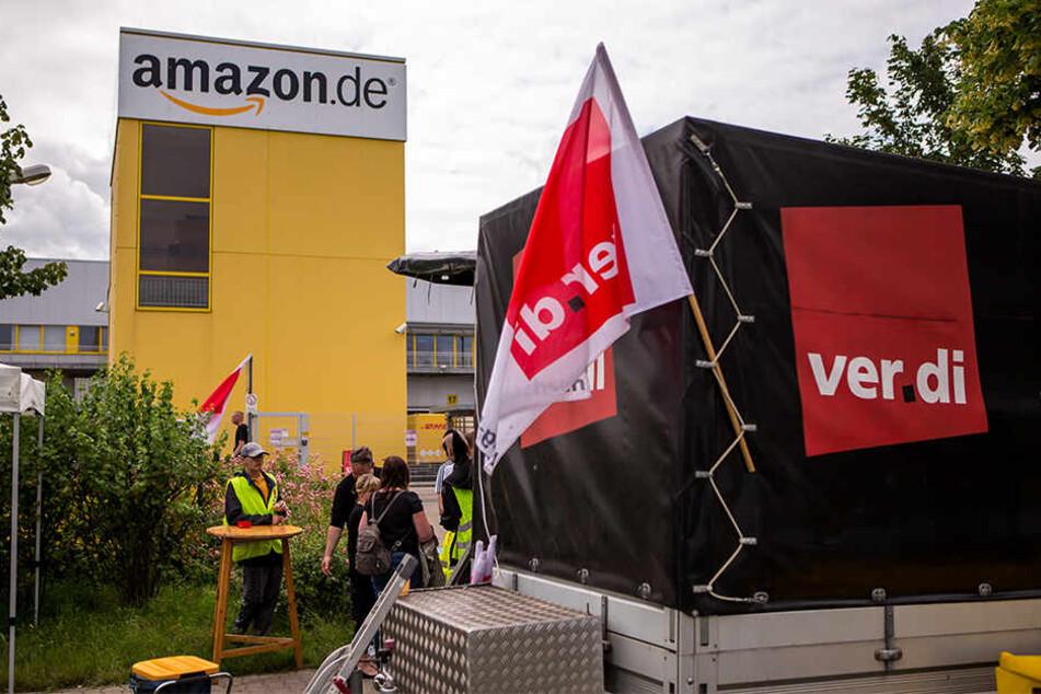 Wie viele Pakete blieben denn nun wirklich in den vergangenen Tagen liegen? Darüber streiten sich ver.di und Amazon.