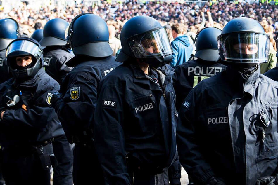 Die Polizei-Einsätze bei Hochrisikospielen kosten eine Stange Geld.