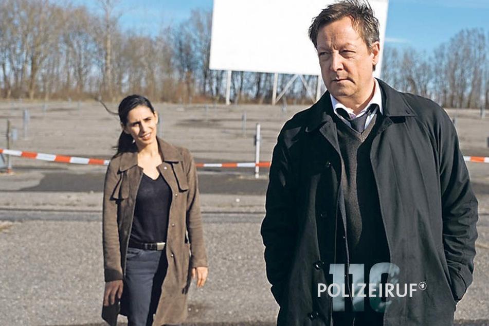 Hanns von Meuffels und Nadja Micoud treffen sich am Tatort - dem Parkplatz eines Autokinos.