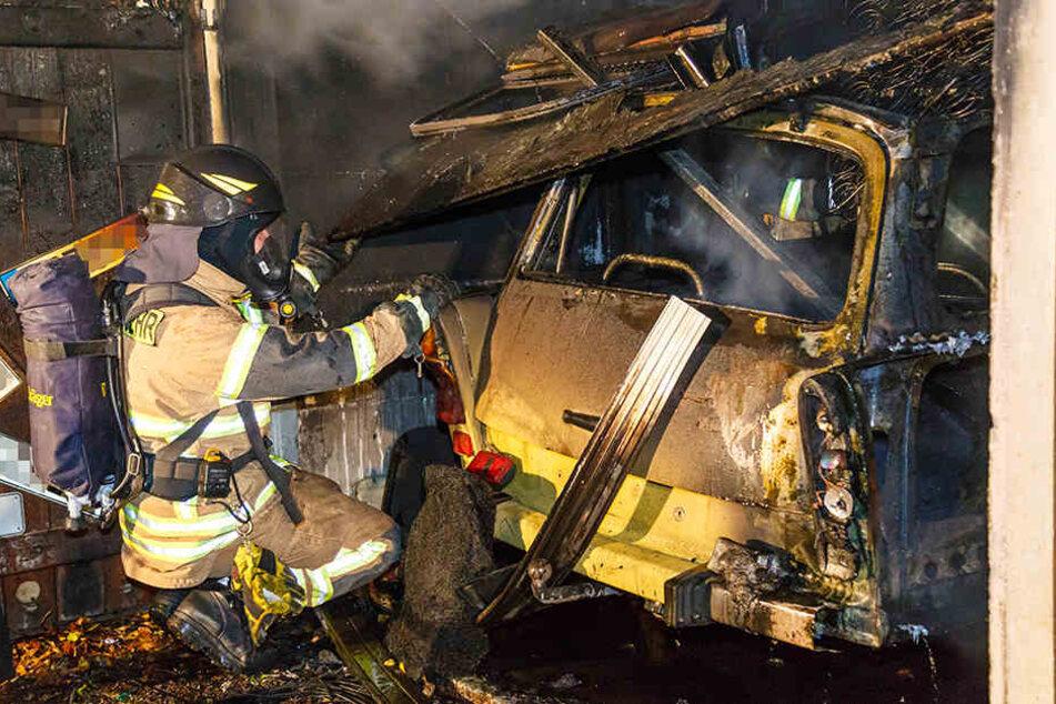 Ein Trabant wurde Opfer der Flammen.