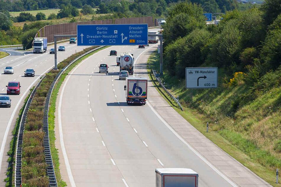 Drei Jugendliche haben Äste und Steine auf die A4 geworfen. Dabei wurde mehrer Fahrzeuge beschädigt. (Symbolbild)