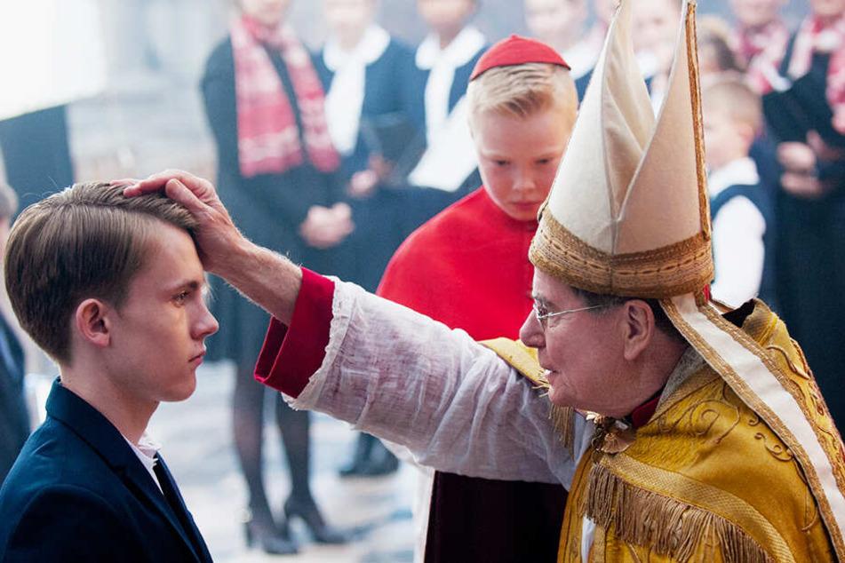 """In """"Gelobt sei Gott"""" dreht sich alles um den Missbrauch eines pädophilen Priesters an kleinen Jungen und die Folgen dieser schrecklichen Taten."""