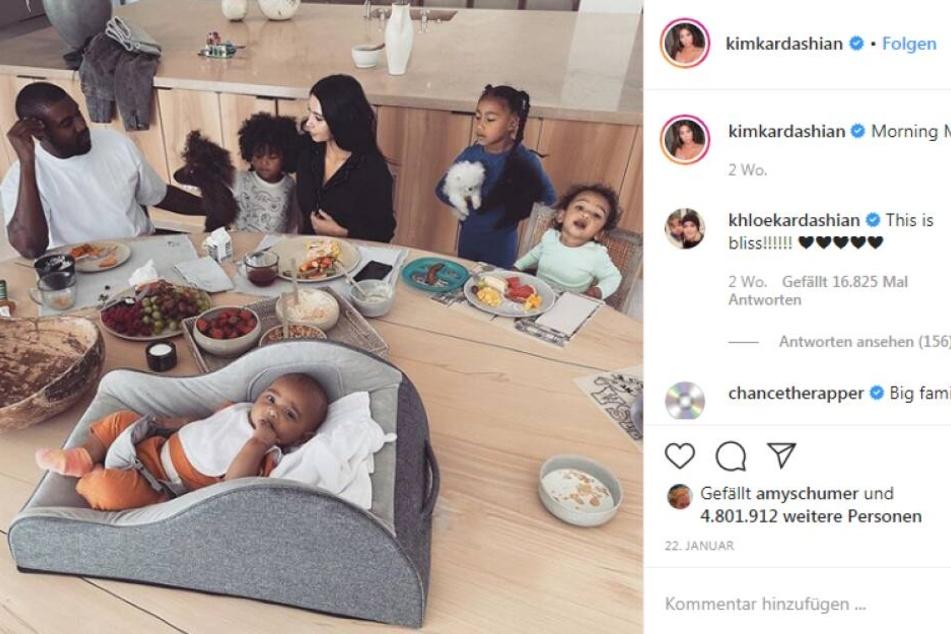 Die Familie Kardashian/West am Frühstückstisch.
