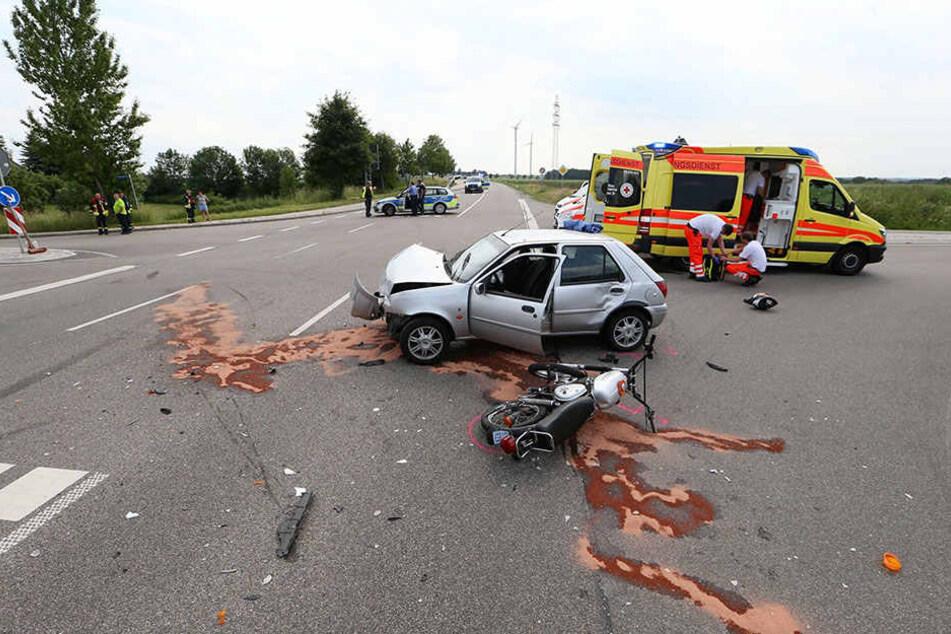 An der Unfallkreuzung zwischen Höckendorf und Meerane wurde ein Mopedfahrer schwer verletzt.