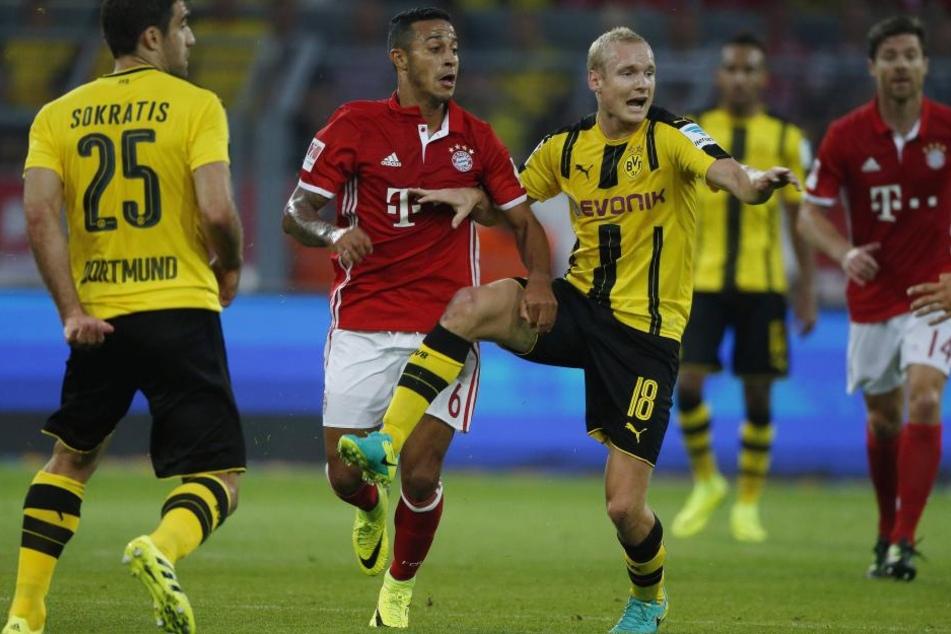 Sebastian Rode (Bildmitte) will mit Dortmund den Sieg gegen die Bayern.