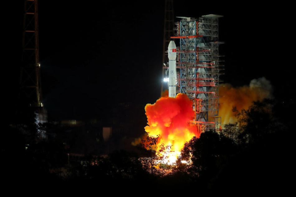 """Erstmals ist es dem chinesischen Raumfahrtprogramm gelungen, eine Raketete vom Typ """"Langer Marsch 11"""" ins Weltraum zu befördern. Hier zu sehen ist eine Rakete vom Typ """"Langer Marsch 3B""""."""