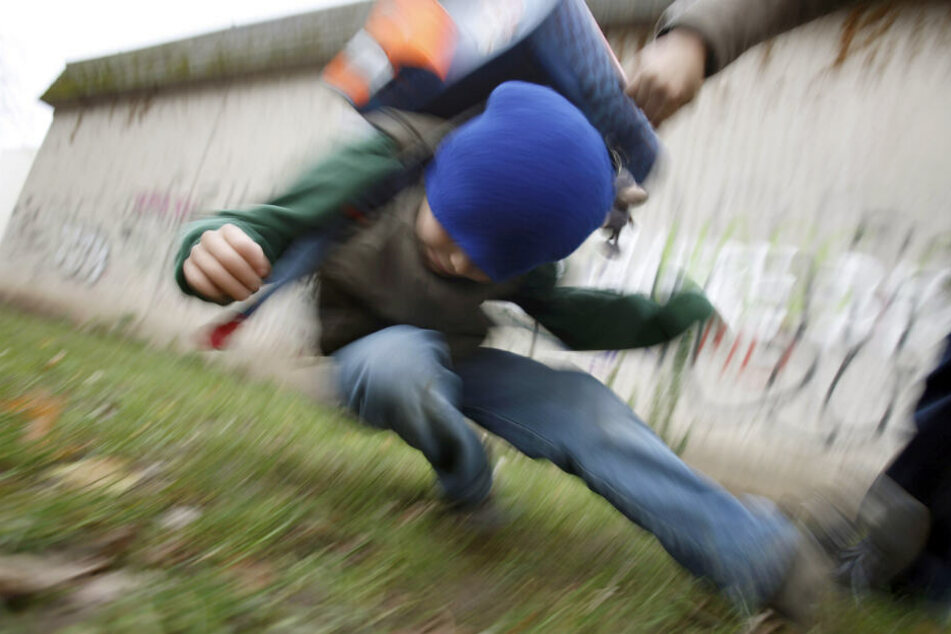 Nach der Schule verprügelten die drei Schüler den 12-Jährigen. (Symbolbild)
