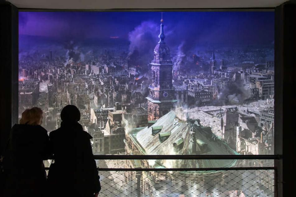"""Derzeit wird das Panoramabild """"Dresden 1945"""" in Dresdens ungewöhnlichstem Museum gezeigt."""