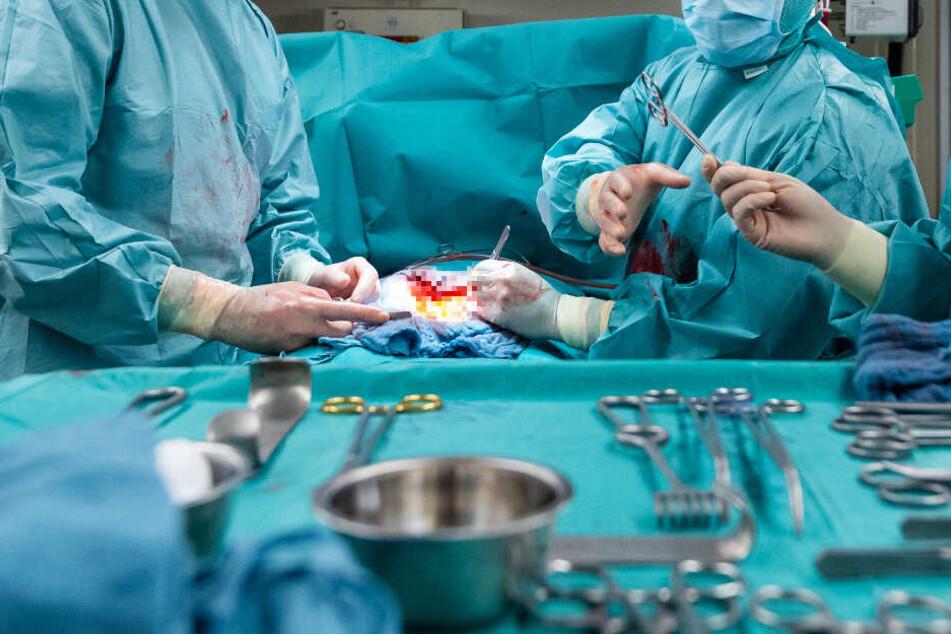 Eine Operation ging schief. (Symbolbild)