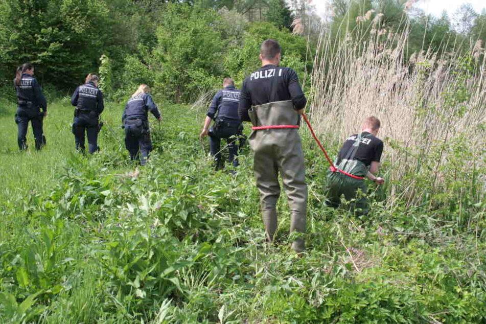 Nach dem grausamen Tod des 19-Jährigen, suchten Polizisten am Erbacher Angelsee nach Spuren.