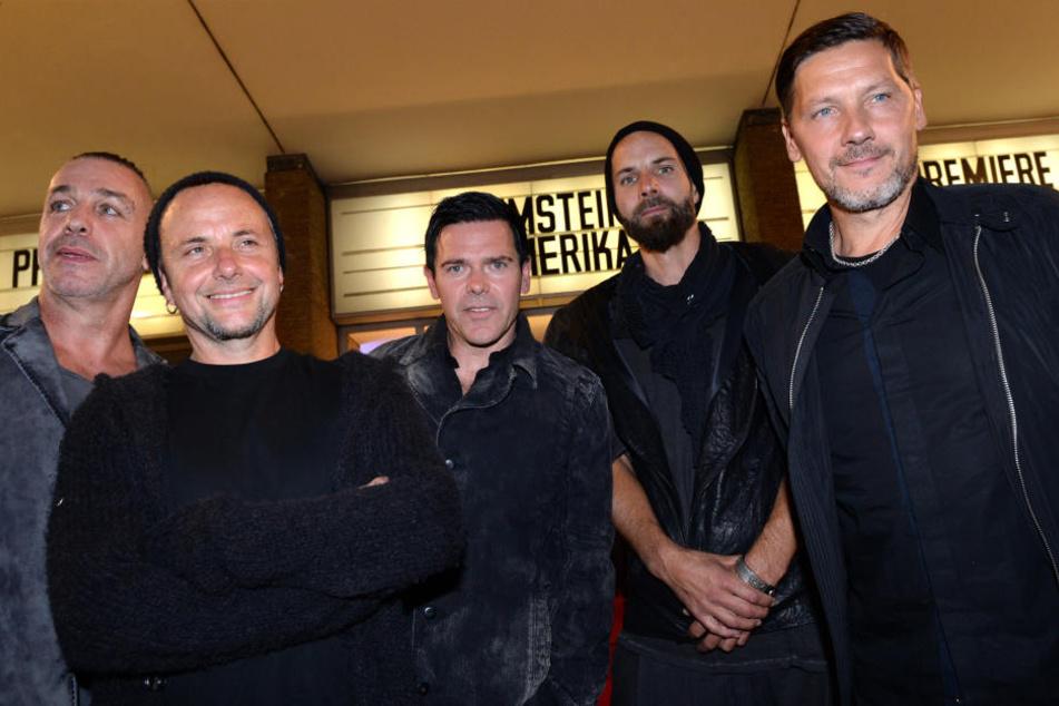 Seit 24 Jahren stehen Rammstein gemeinsam auf der Bühne: Jetzt verkündete Gitarrist Richard Kruspe (50, m.), dass es sich beim kommenden um das womöglich letzte Album der Band handeln könnte.