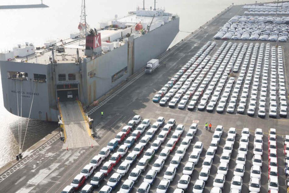 Für bayerische Autoexporte in die USA könnten 1,45 Milliarden Euro Zoll anfallen. (Archivbild)