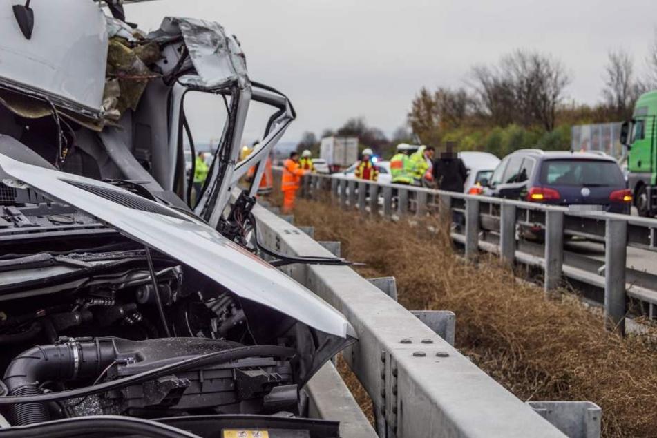Auch auf der Gegenfahrbahn kam es zu Unfällen, weil Gaffer stehen geblieben waren, um zuzuschauen.