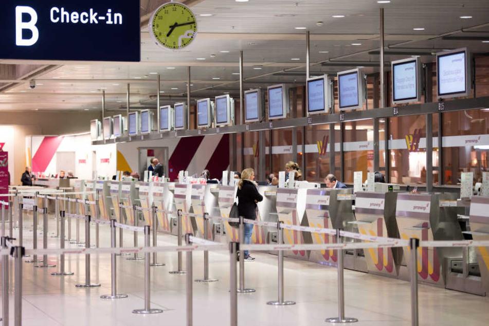 Check-In am Flughafen in Köln.