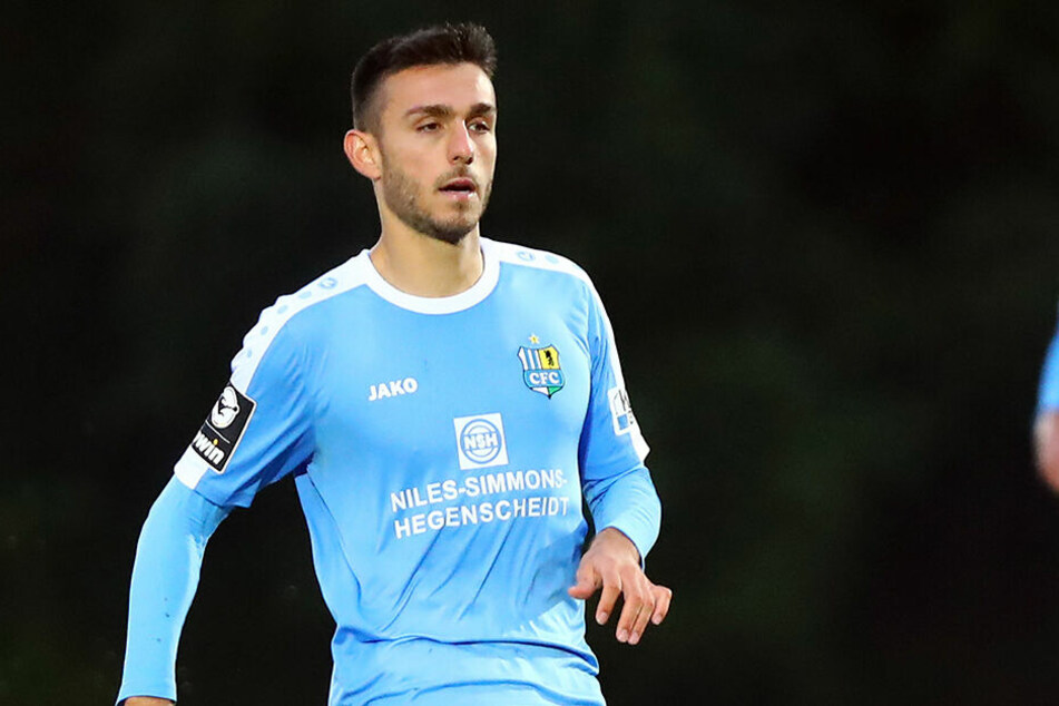 Ioannis Karsanidis am Ball. Der Mittelfeldmann ist eine wichtige Stützen der Himmelblauen, fällt aber jetzt auf unbestimmte Zeit aus.