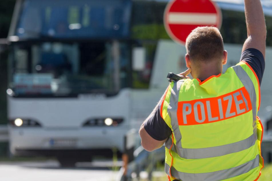 Die Bundespolizei kontrollierte auf der A93 einen Reisebus aus Italien. (Symbolbild)