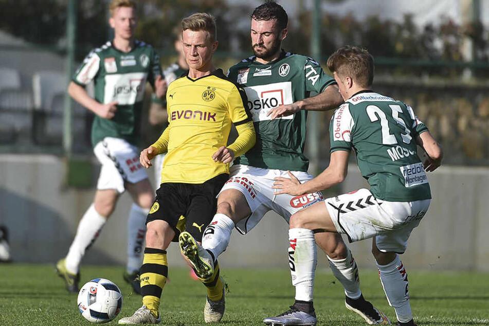 Patrick Möschl (r.) und Nico Antonitsch (2.v.r.) spielten gemeinsam beim SV Ried in Österreich.