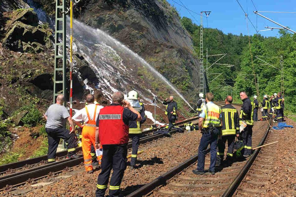 Bei Dorfhain legte ein Waldbrand die Bahnstrecke lahm.