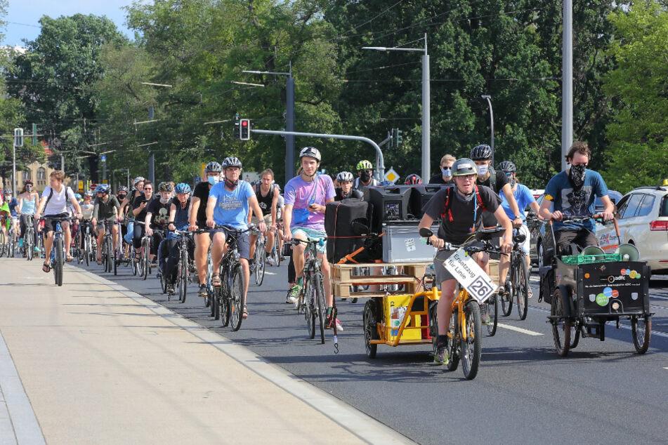 Große Fahrrad-Demo zieht über den Innenstadt-Ring