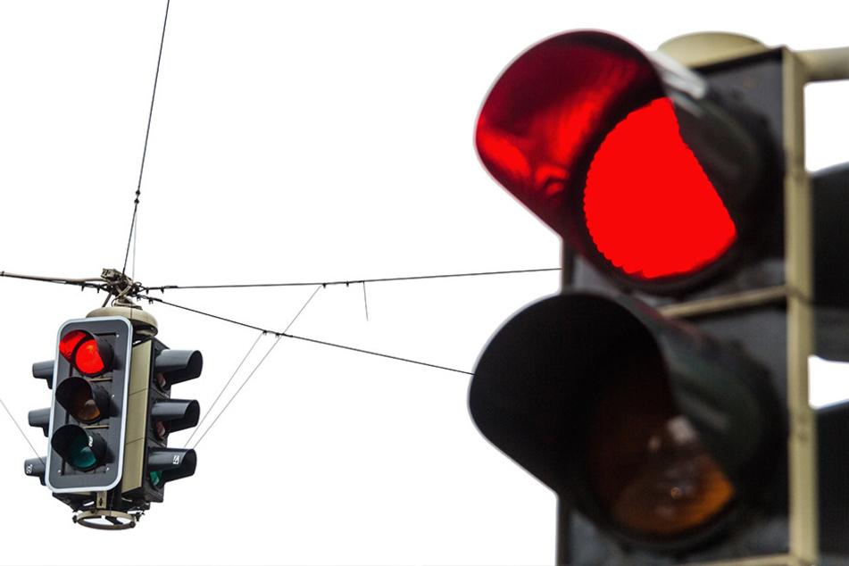Eine rote Ampel wurde den Autofahrern zum Verhängnis.