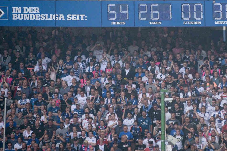 Die Uhr im Hamburger Stadion bleibt stehen, weil der HSV gerade abgestiegen ist.