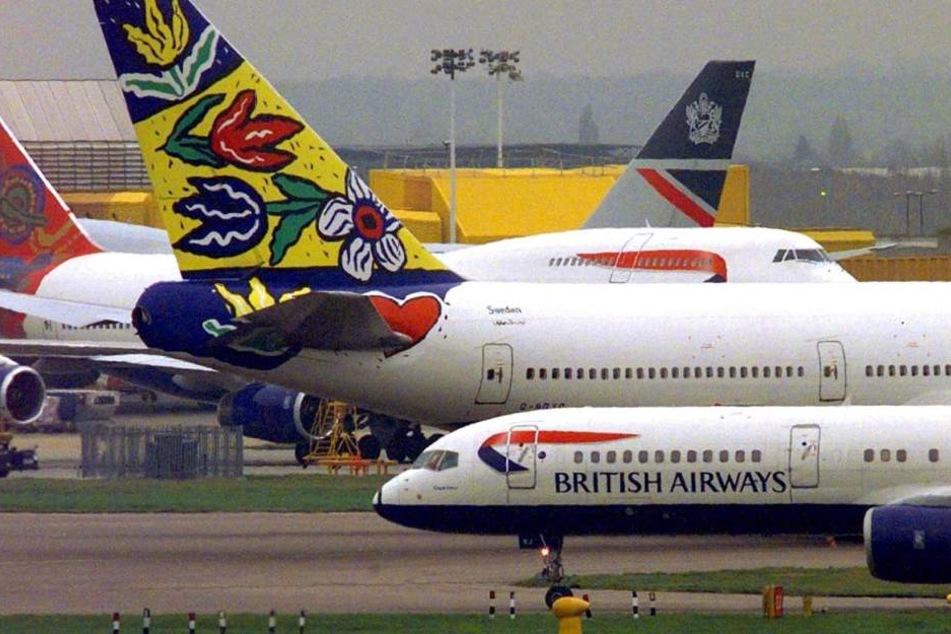 Am Flughafen London Stansted stand Carolyn am Gate, während ihr Mann schon auf dem Weg nach Spanien war.