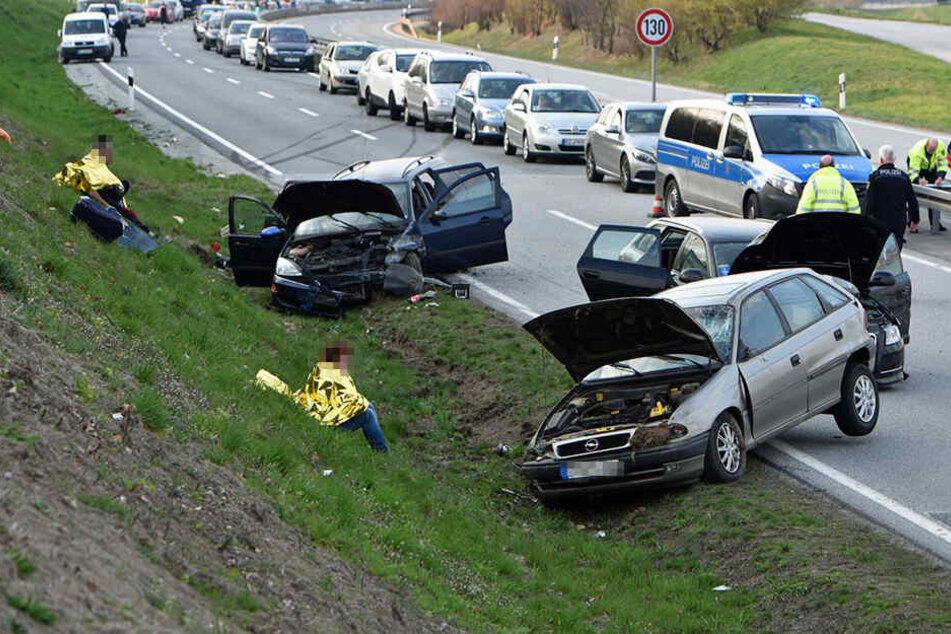 Alle drei beteiligten Autos wurden beschädigt.