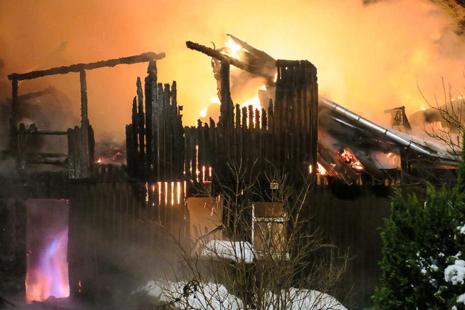 Aufgrund der Holzbauweise war leider vom Gebäude nicht mehr viel zu retten.