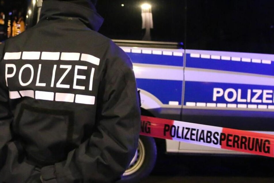Die Polizei geht von einem schrecklichen Unglück aus. (Symbolbild)