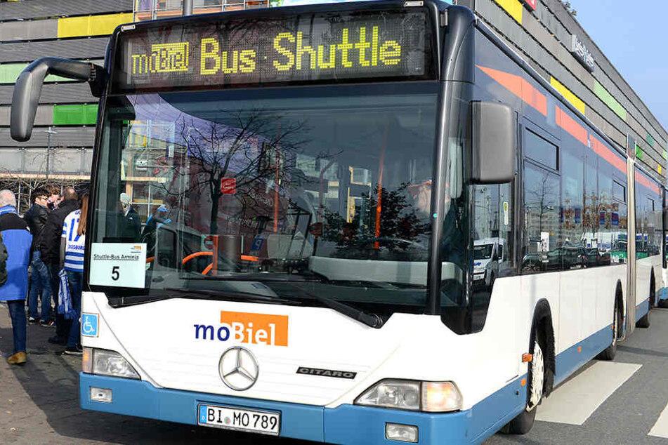 Mit schweren Verletzungen musste ein Busfahrer in Ubbedissen ins Krankenhaus gebracht werden.
