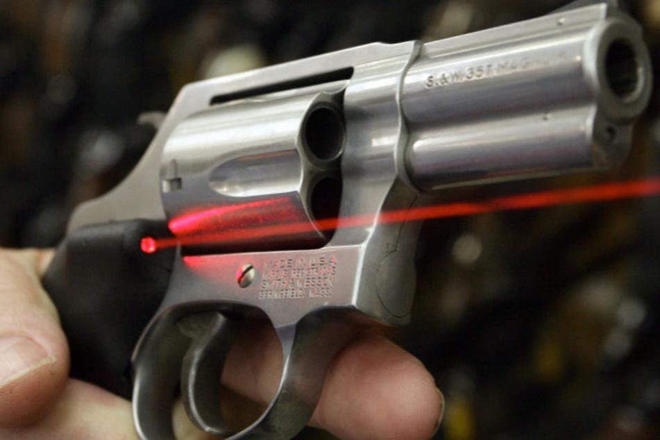 Die tödlichen Schüsse wurden mit einem Revolver abgefeuert (Archivbild).