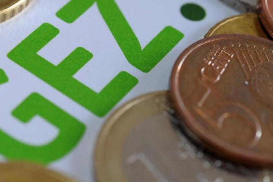 Derzeit beträgt der monatliche Beitrag in Deutschland 17,50 Euro.