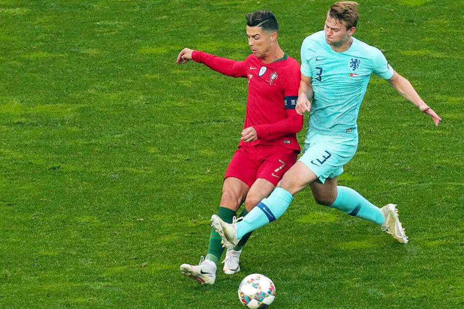 Auch im ersten Finale der Nations League trafen Matthijs de Ligt (r.) und Cristiano Ronaldo aufeinander.