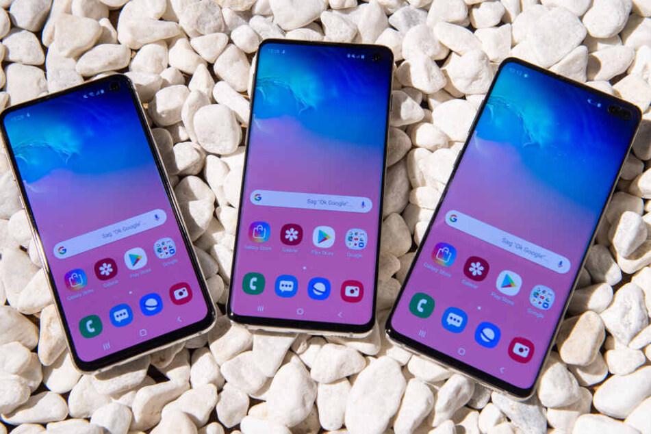 Sein neues Spitzenmodell Galaxy S10 bringt Samsung zunächst in den drei Modell-Varianten S10e, S10 und S10+ (l-r) auf den Markt.