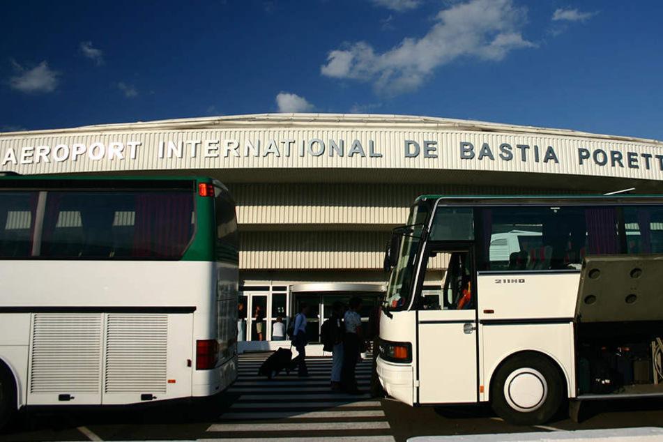 Der Betrieb am Flughafen von Bastia ging unterdessen weiter.