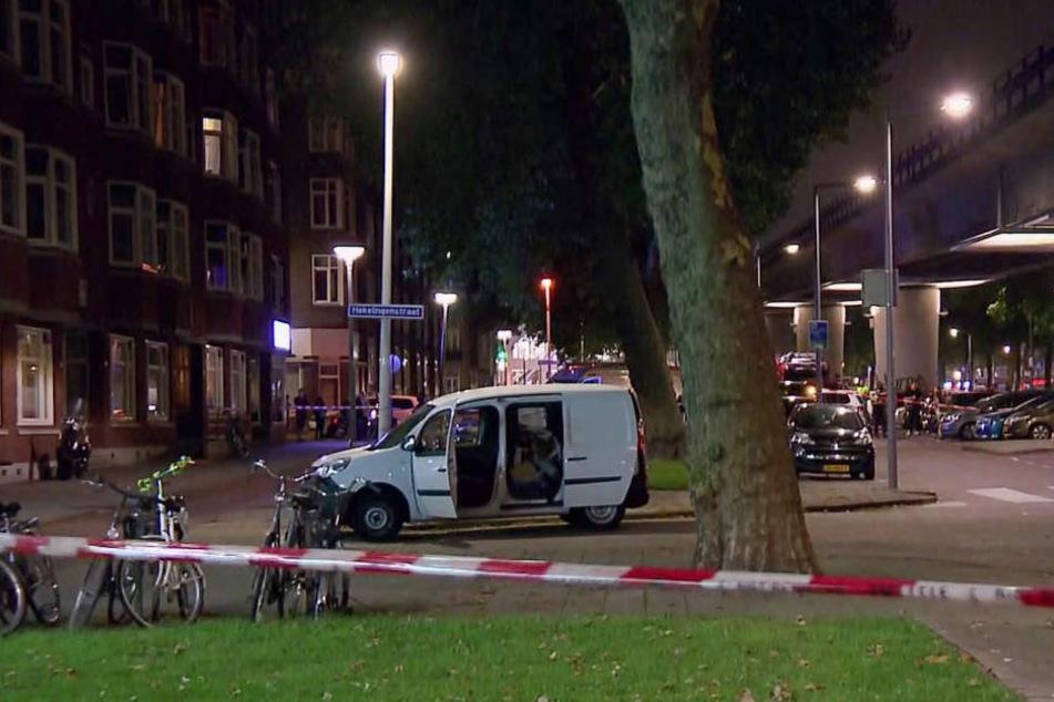 Dieser Wagen fiel in der Nähe des geplanten Konzerts der US-Band Allah-Las auf.
