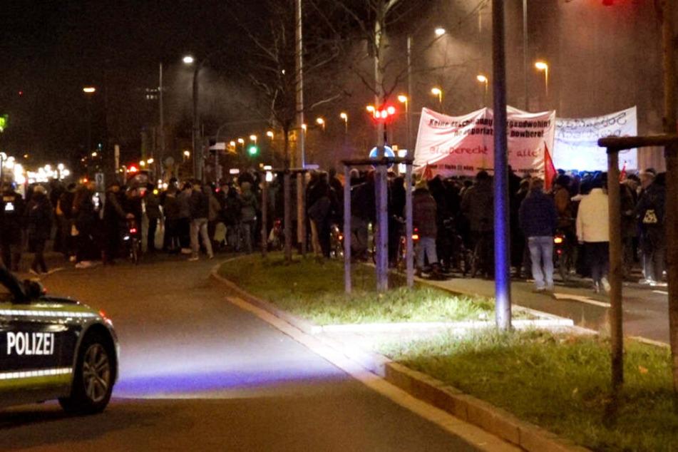 In Nürnberg haben viele Menschen gegen eine geplante Abschiebung demonstriert.