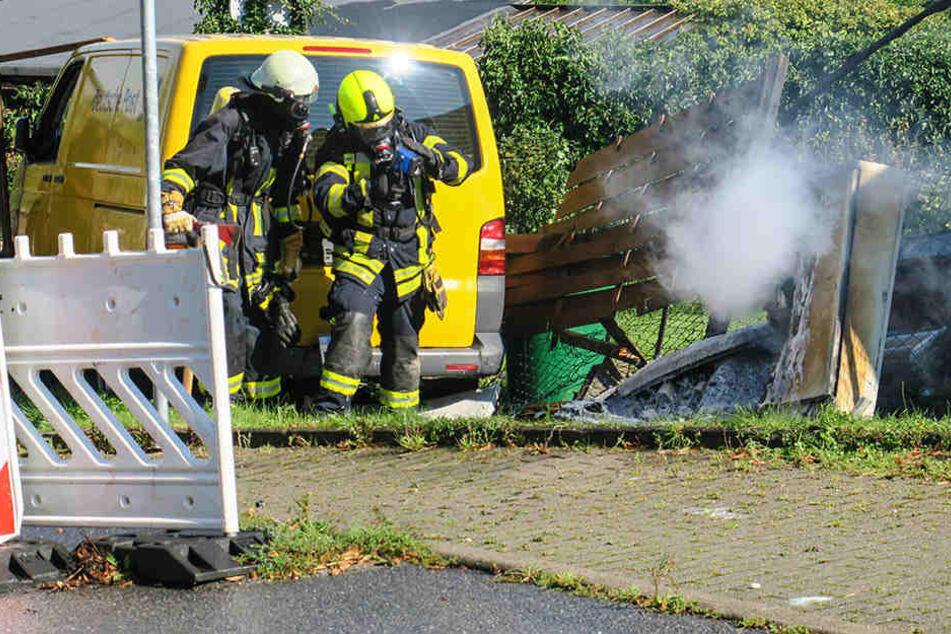 Feuer-Alarm! Postauto macht sich selbstständig und rammt Stromkasten