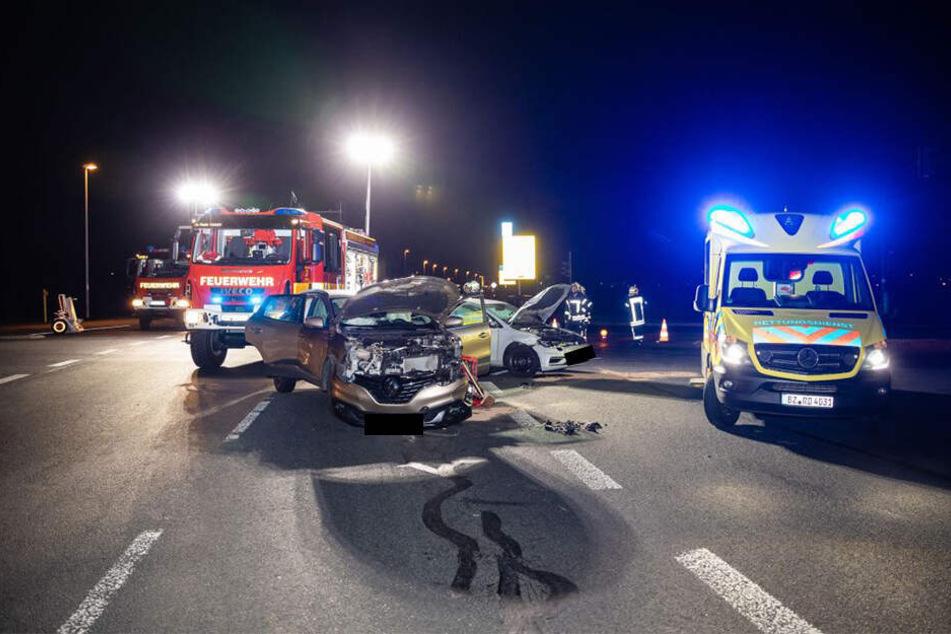 Am Mittwochabend krachten auf der Kreuzung Kamenzer Straße/ Großröhrsdorfer Straße in Radeberg zwei Autos zusammen.