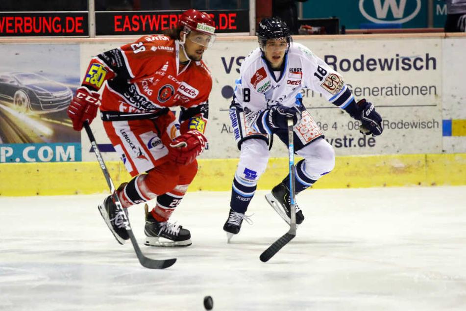 Eislöwe Tim Walther (r.) und Eispirat Patrick Pohl werden hart um die Scheibe und den Derbysieg kämpfen.