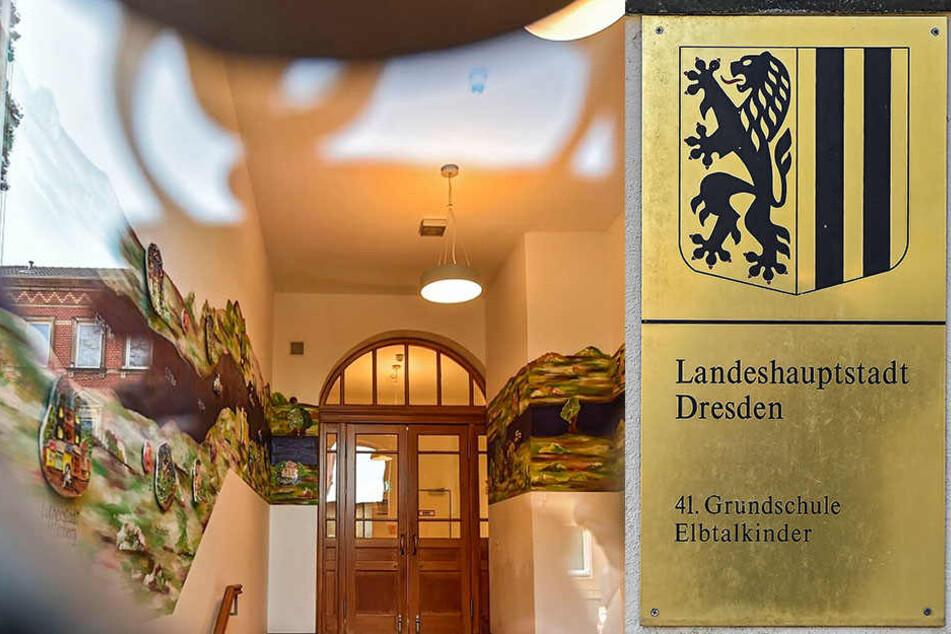 """Der Eingangsbereich im Treppenhaus: Über Lichtschalter verfügt das """"komplexe Lichtsteuerungssystem"""" nicht."""