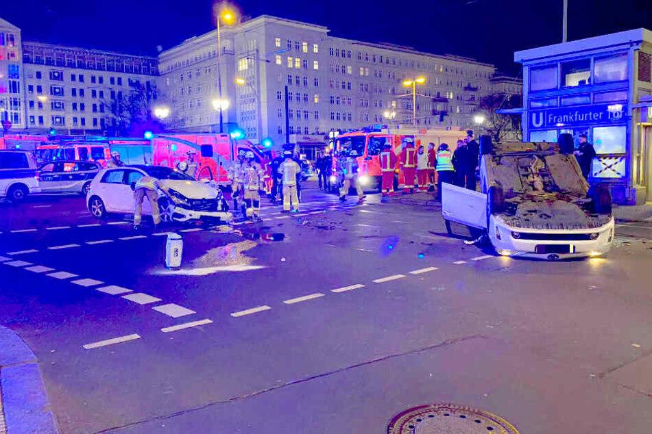 Bei einem Unfall in Berlin-Friedrichshain wurden zwei Menschen verletzt.
