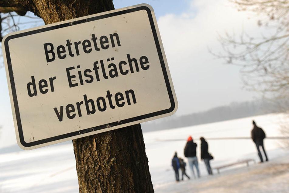Viele Erwachsene und Kinder unterschätzen die Gefahr auf zugefrorenen Seen. (Symbolbild)