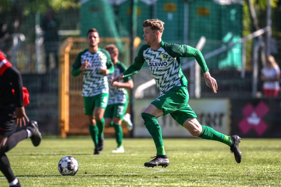 Alexander Bury hat seinen Vertrag bei BSG Chemie Leipzig um ein weiteres Jahr verlängert.