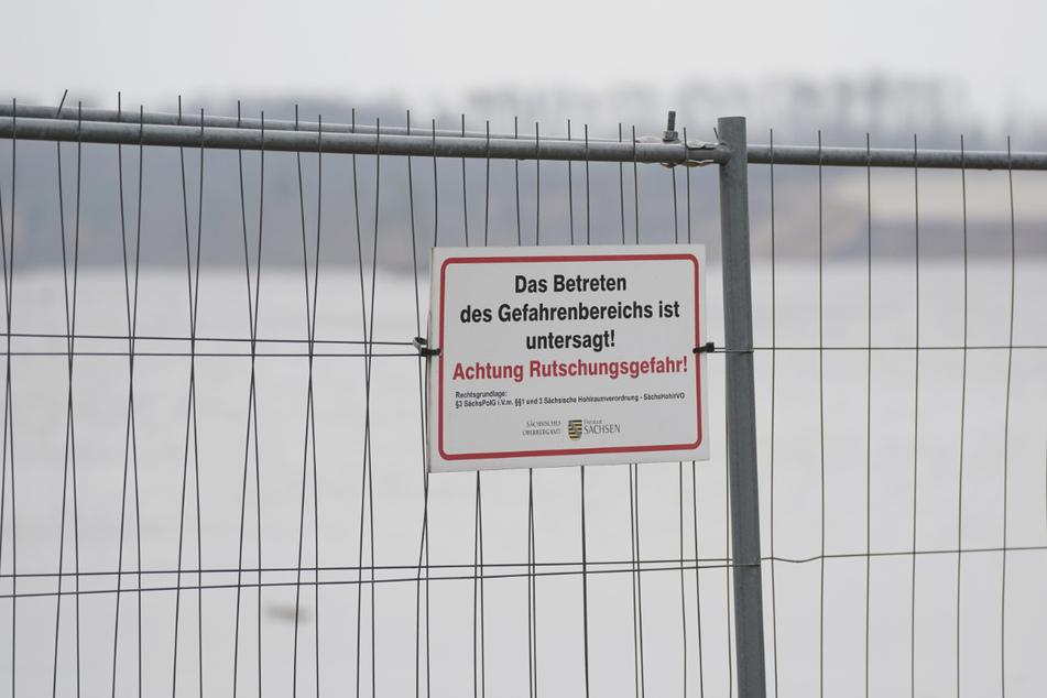 Betreten untersagt! Der See wird wohl noch auf Jahre hin gesperrt bleiben.