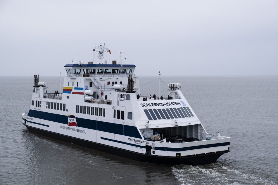 """Die Fähre """"Schleswig-Holstein"""" verlässt den Hafen in Richtung Föhr. (Symbolfoto)"""