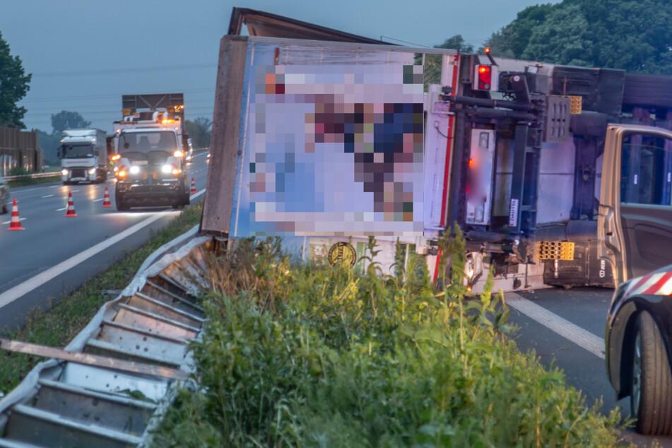 Der Lkw-Fahrer übersah eine Baustelle und kam ins Schleudern.