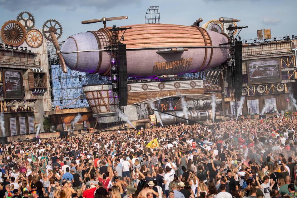 Die Organisatoren des Parookaville in Weeze (NRW) hoffen darauf, das Elektro-Festival im kommenden Sommer wieder veranstalten zu können (Archivbild).